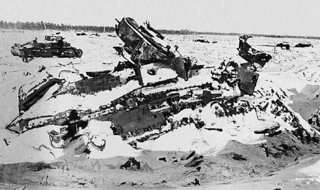 Танки Т-28, разбитые во время боев в районе высоты 65,5. Февраль 1940 г.