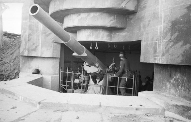 Один из четырех казематов типа М158 для 155-мм орудий «Kanone 418f.GPF».