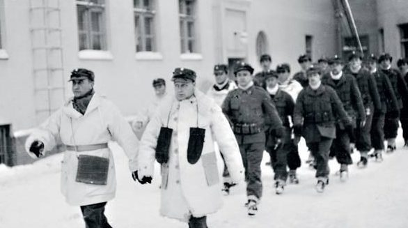 Добровольцы из русских белогвардейцев отправляются на фронт. Март 1940 г.