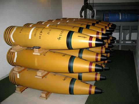 Снаряды орудия.