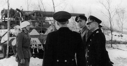 Инспекция немецкого командования батареи. 1944 г.