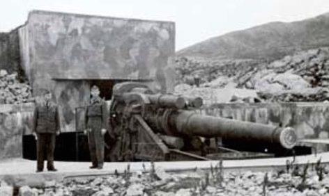 Позиция 305-мм орудия в годы войны и сегодня.