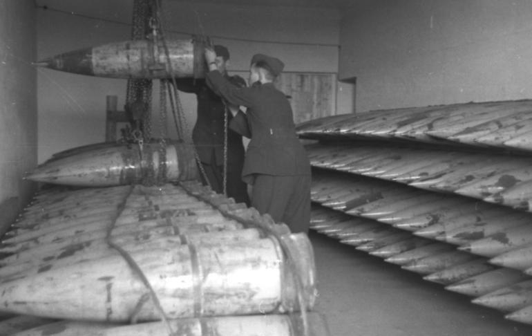 Бункер с боеприпасами батареи.