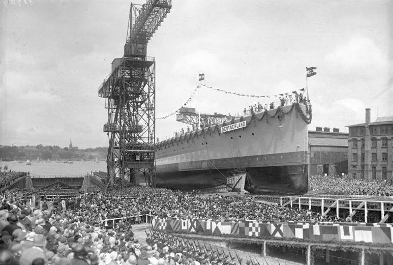 Спуск тяжелого крейсера «Дойчланд» на воду.