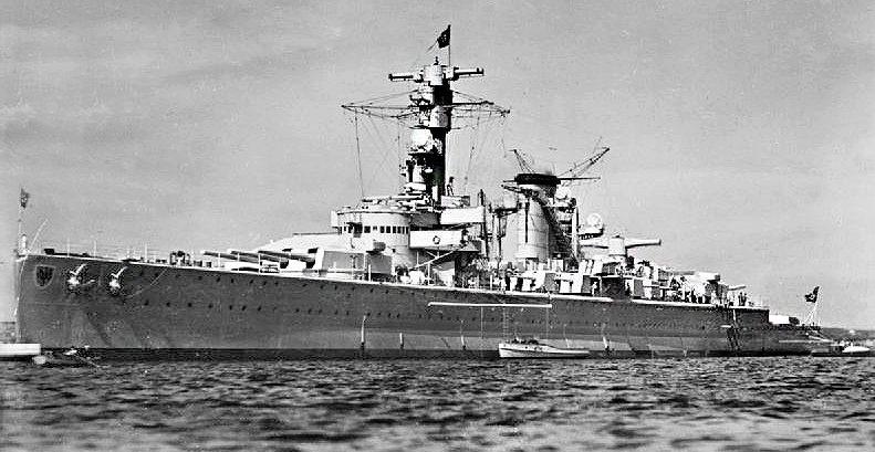 Крейсер «Дойчланд» в море.