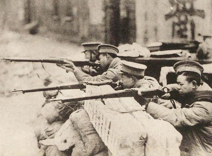 Китайская военная полиция в бою.