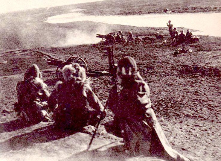 Японская полевая артиллерия в наступлении.