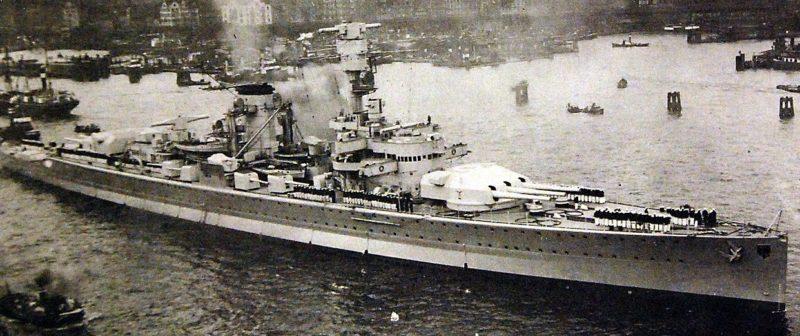 Крейсер «Дойчланд» в порту. 1934 г.