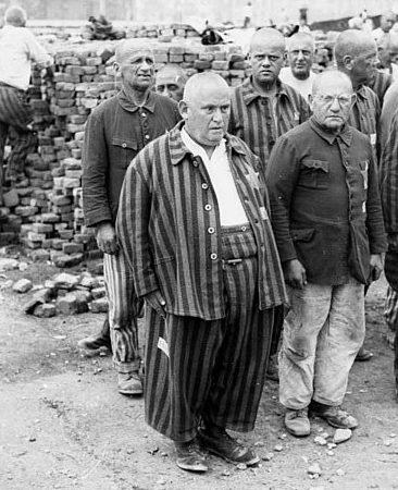 Еврейские заключены в лагере. 20 июля 1938 г.
