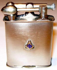 Зажигалки фирмы Firefly, выпускались в 1930-х годах.