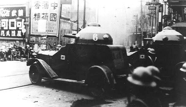 Японская бронетехника в бою за Шанхай.