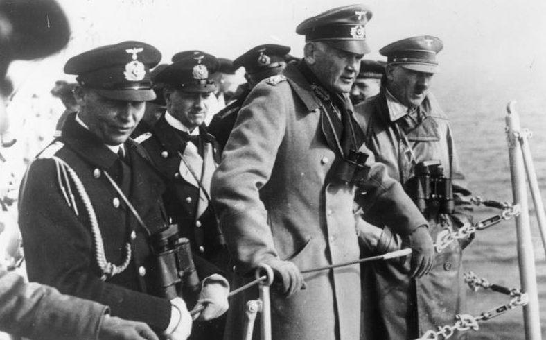 Адольф Гитлер на крейсере «Дойчланд». Апрель 1934 г.