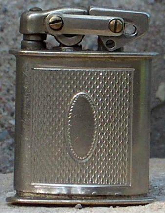 Зажигалки фирмы Luxuor, выпускались в 1940-х годах.