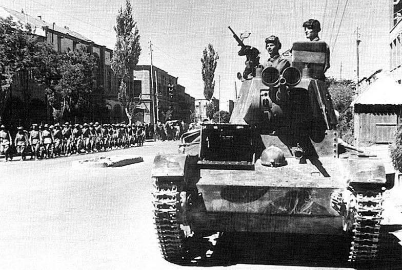 Советские войска в Тебризе. Иран, сентябрь 1941 г.