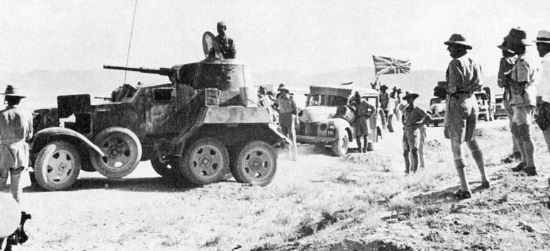 Британская транспортная колонна тылового снабжения, сопровождаемая советскими бронеавтомобилями БА-10. Иран, сентябрь 1941 г.