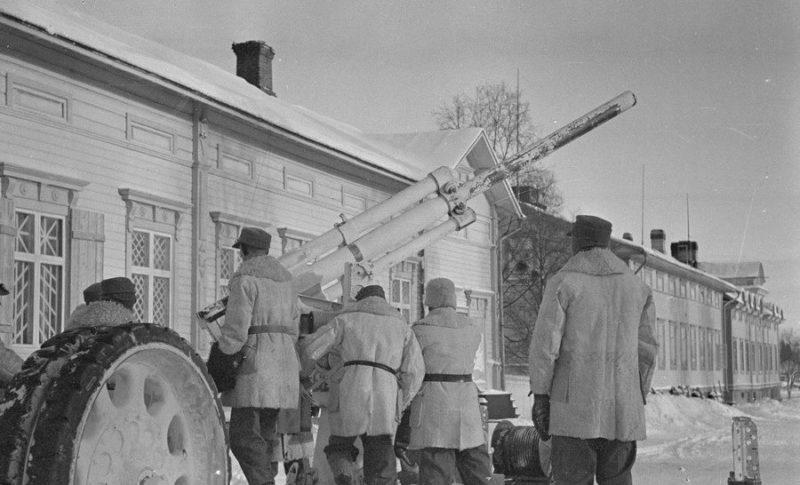 75-мм зенитное орудие шведской зенитной батареи. Торнио. 22 февраля 1940 г.