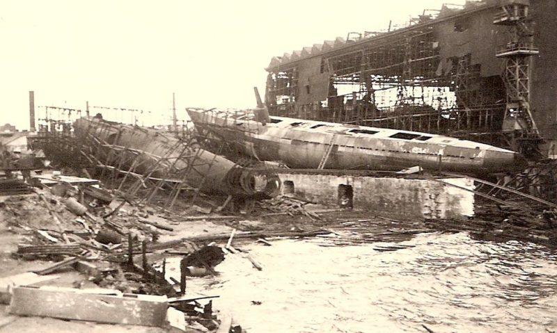 Взорванные подлодки на судостроительном заводе. Август 1941 г.