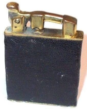 Зажигалки «Carlton Automatic» фирмы KUM-A-PART, выпускались в 1930-х годах.