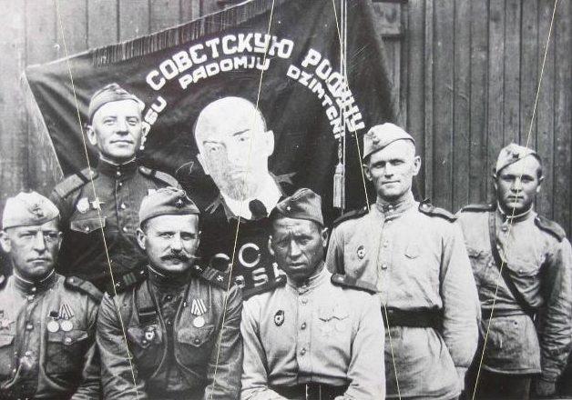 Латыши-ветераны 201-й Латышской стрелковой дивизии.