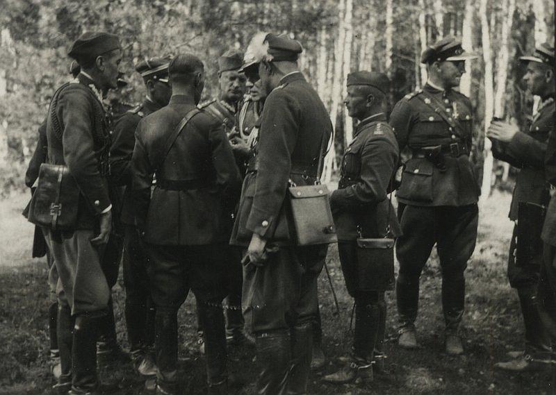Польские офицеры на строительстве укрепрайона. 1936 год.