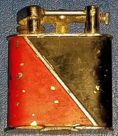 Зажигалки фирмы Golden Wheel выпускались в 1930-х годах.