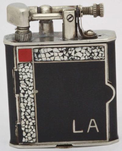 Зажигалка-часы Hermann Watchlighter, выпускалась в 1931 году.