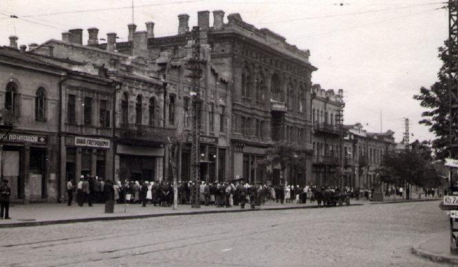 Очередь за продуктами в Николаеве. Сентябрь 1941 г.