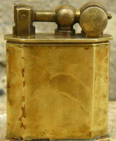 Зажигалка фирмы Lux, выпускалась в 1930-1940-х годах.