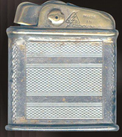 Зажигалка фирмы КВ, выпускалась с 1938-го года.