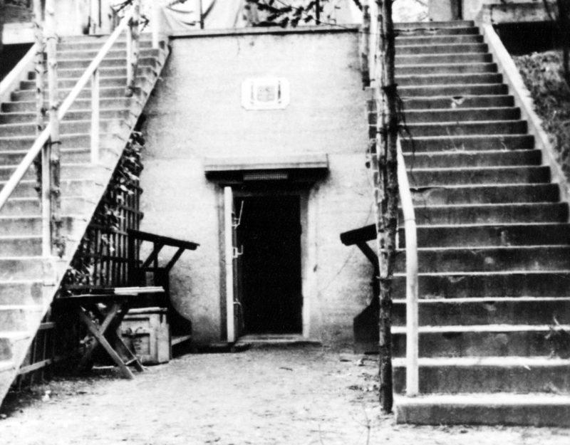 Бункер береговой батареи Ласковского №31 в 1939 году и в наши дни.