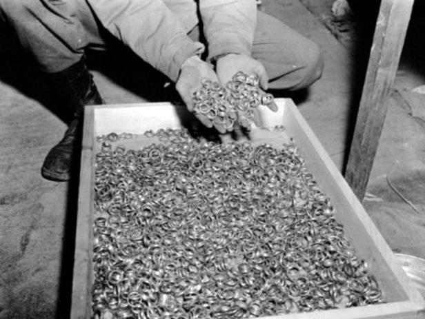 Обручальные кольца, изъятые из концлагеря в Бухенвальде, шли на переплавку.