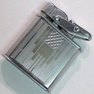 Зажигалки фирмы Luxtrik, выпускались в 1930-1940-х годах.