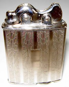 Зажигалки фирмы Lincoln Automatic выпускались в 1930-х годах.