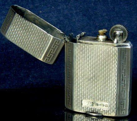 Зажигалки фирмы Mappin & Webb выпускались в 1930-х годах.