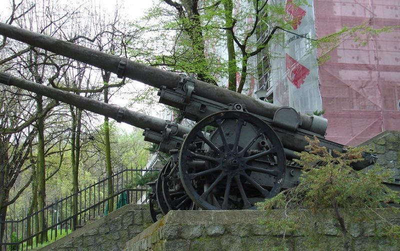 105-мм орудия батареи №32.