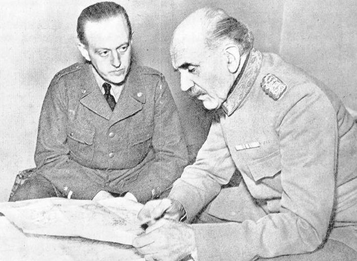Командующий шведскими добровольцами генерал Эрнст Линдер и его начальник штаба Карл Август Эренсвард в Торнио во время Зимней войны.