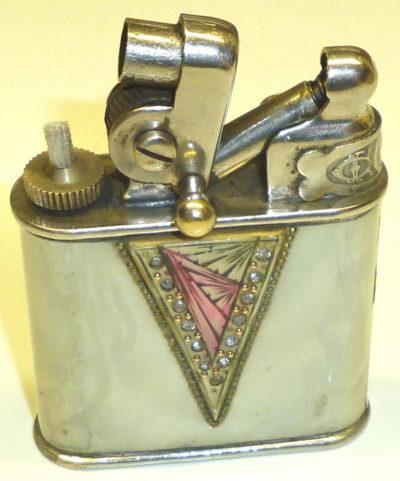 Зажигалка фирмы Ardens, выпускалась в 1930-х годах.