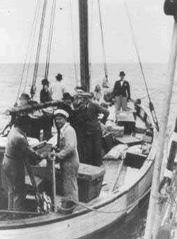 Шведы вывозят еврейских беженцев из Дании. 1943 г.