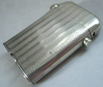 Зажигалки «Single Claw» фирмы Thorens, выпускались в 1930-х годах.