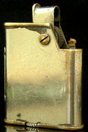Зажигалки фирмы Besançon, выпускались в 1930-е годы.