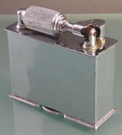 Зажигалки фирмы McMurdo выпускались в 1938-м году.