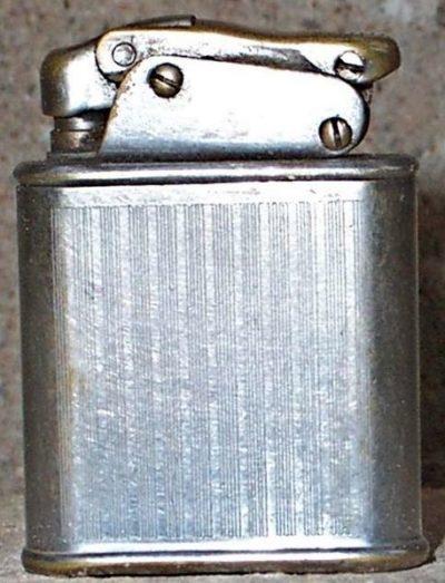 Зажигалки фирмы Nova, выпускались в 1940-1950-х годах.