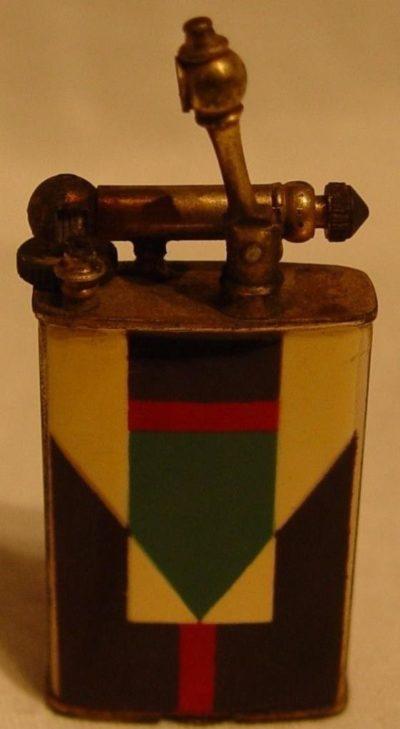 Зажигалки «Petite» фирмы W.G. Clark & Co., выпускались в 1930-х годах.