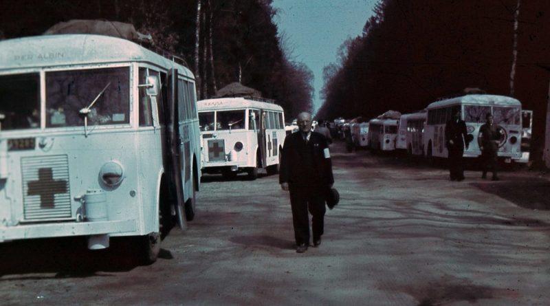 Шведские «белые автобусы» в их полевом штабе в Фридрихсрухе. 1945 г.