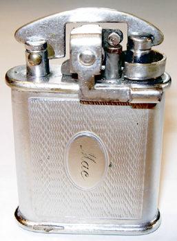 Зажигалка фирмы Mosdа, выпускалась с 1932-го года.