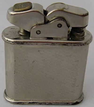 Зажигалки «Oriflame» фирмы Thorens, выпускались в 1940-х годах.