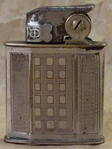 Зажигалка фирмы Cyclone, выпускалась в 1930-х годах.