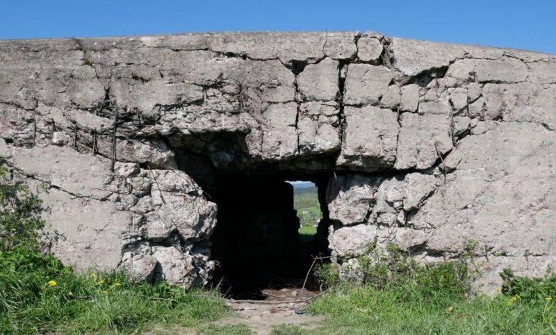Разрушения боковой части укрепления.