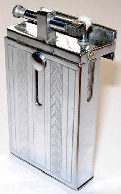 Зажигалка «Etna» фирмы Montluçon, выпускалась в 1934-м году.