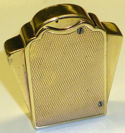 Зажигалки фирмы Quercia, выпускались в 1930-х годах.